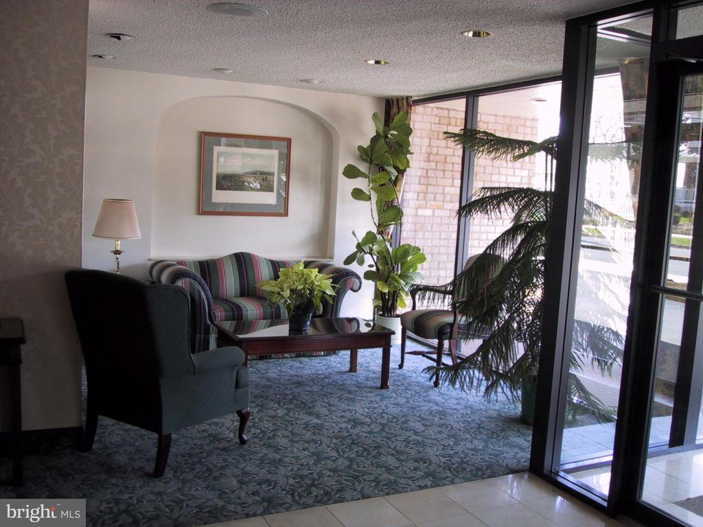 Lobby of Stoneridge Knoll - 4201 LEE HIGHWAY #404, ARLINGTON