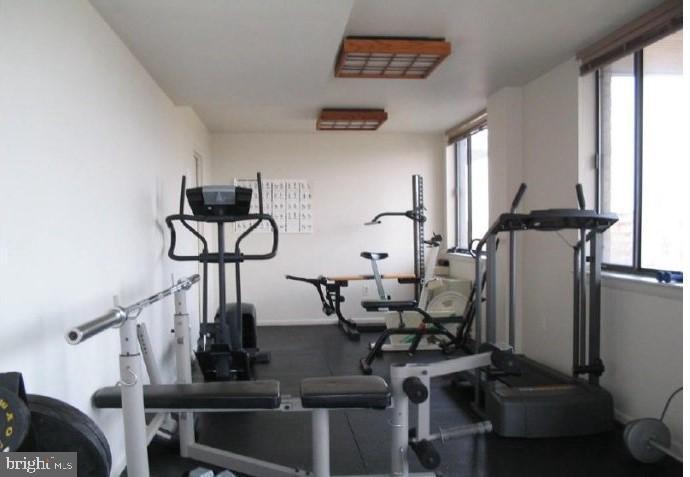 Gym in Stoneridge Knoll - 4201 LEE HIGHWAY #404, ARLINGTON