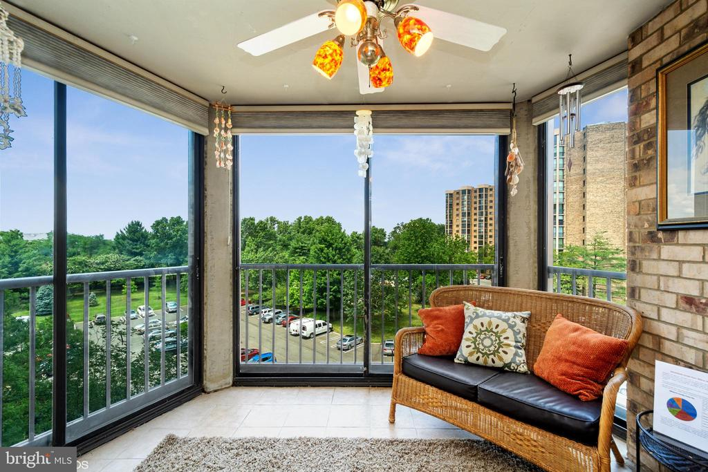 All-season enclosed balcony, great views - 5902 MOUNT EAGLE DR #609, ALEXANDRIA