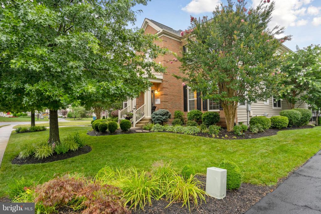 Exterior of the House - Driveway View - 42050 MIDDLEHAM CT, ASHBURN
