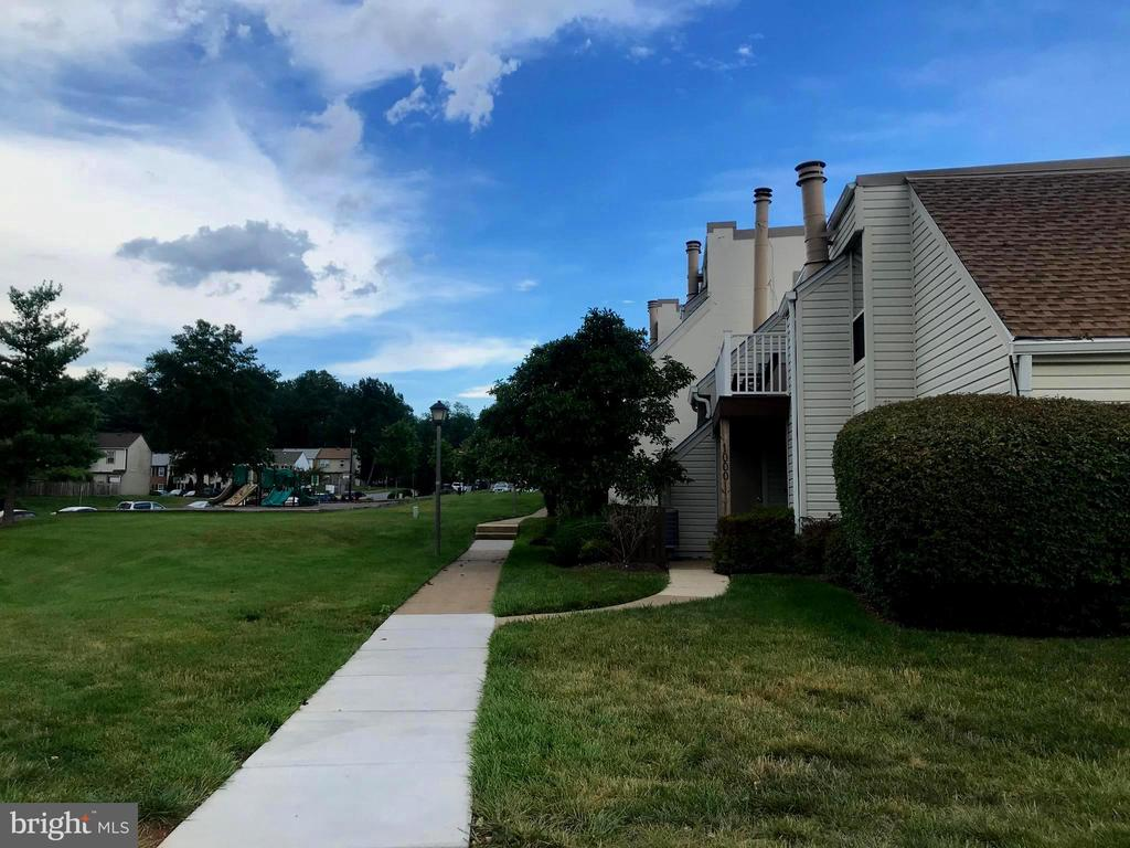 Pathway on the green side leading to unit - 1004 WARWICK CT, STERLING