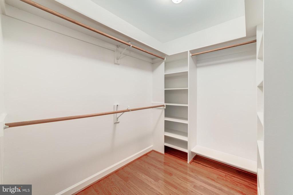 Master bedroom closet 1 - 7395 BEECHWOOD DR, SPRINGFIELD