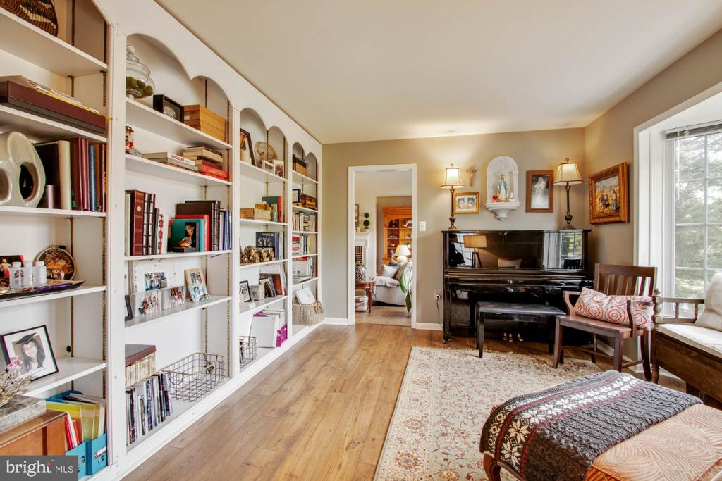 Formal Living Room with Built In Bookshelves - 20400 ALTAVISTA WAY, ASHBURN