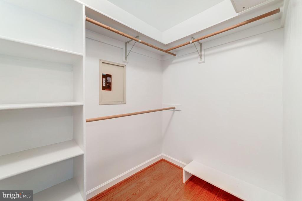 Master bedroom closet 2 - 7395 BEECHWOOD DR, SPRINGFIELD