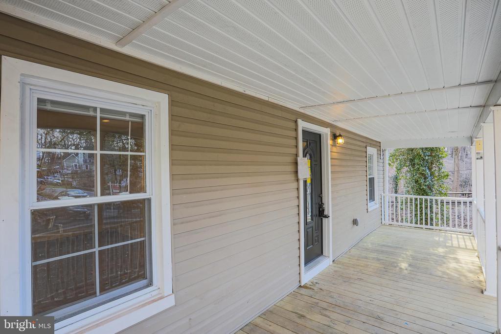 Nice wide front porch - 1575 GROOMS LN, WOODSTOCK