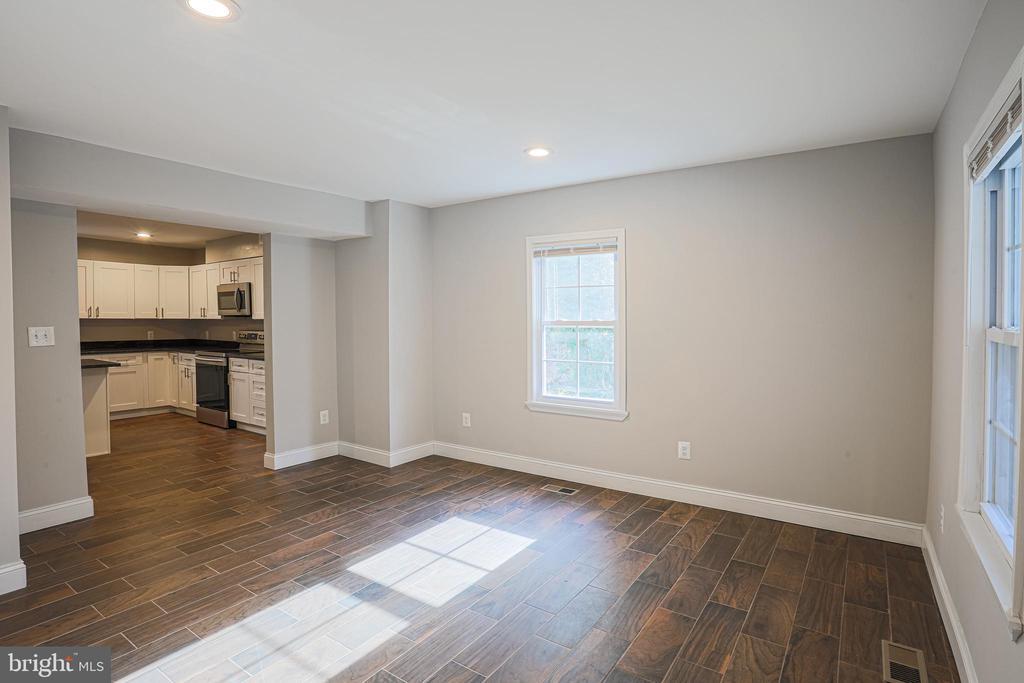 New floors, new paint, new LED recessed lights - 1575 GROOMS LN, WOODSTOCK