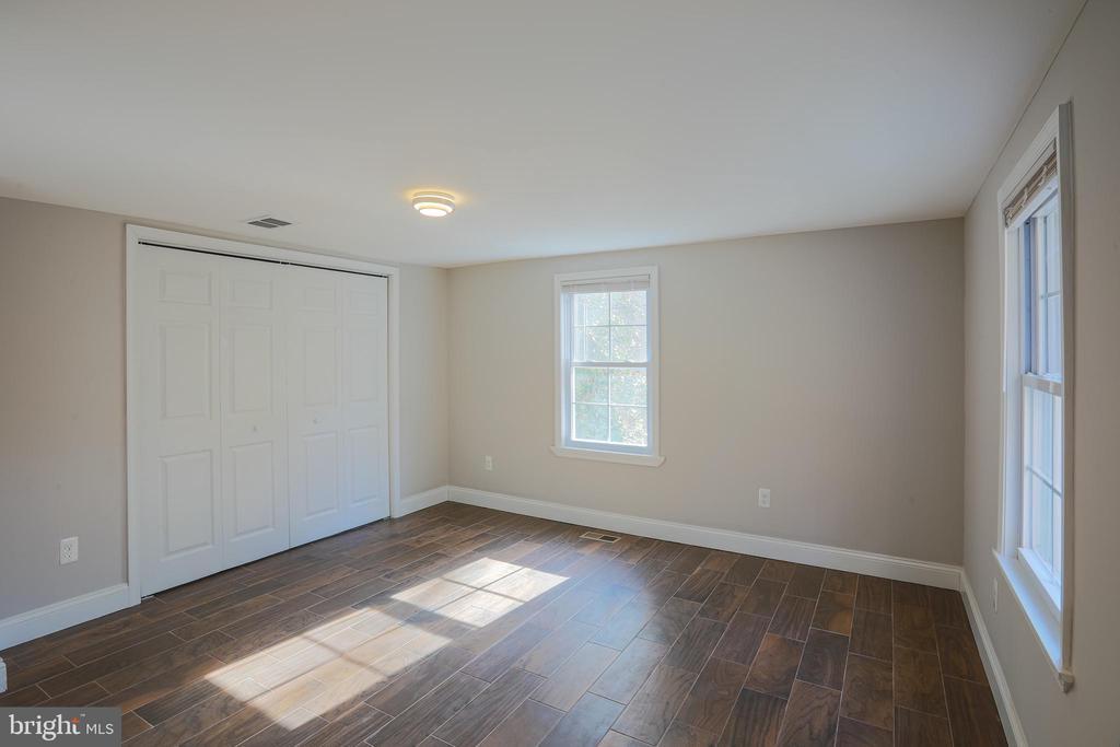 Front Right Bedroom - 1575 GROOMS LN, WOODSTOCK