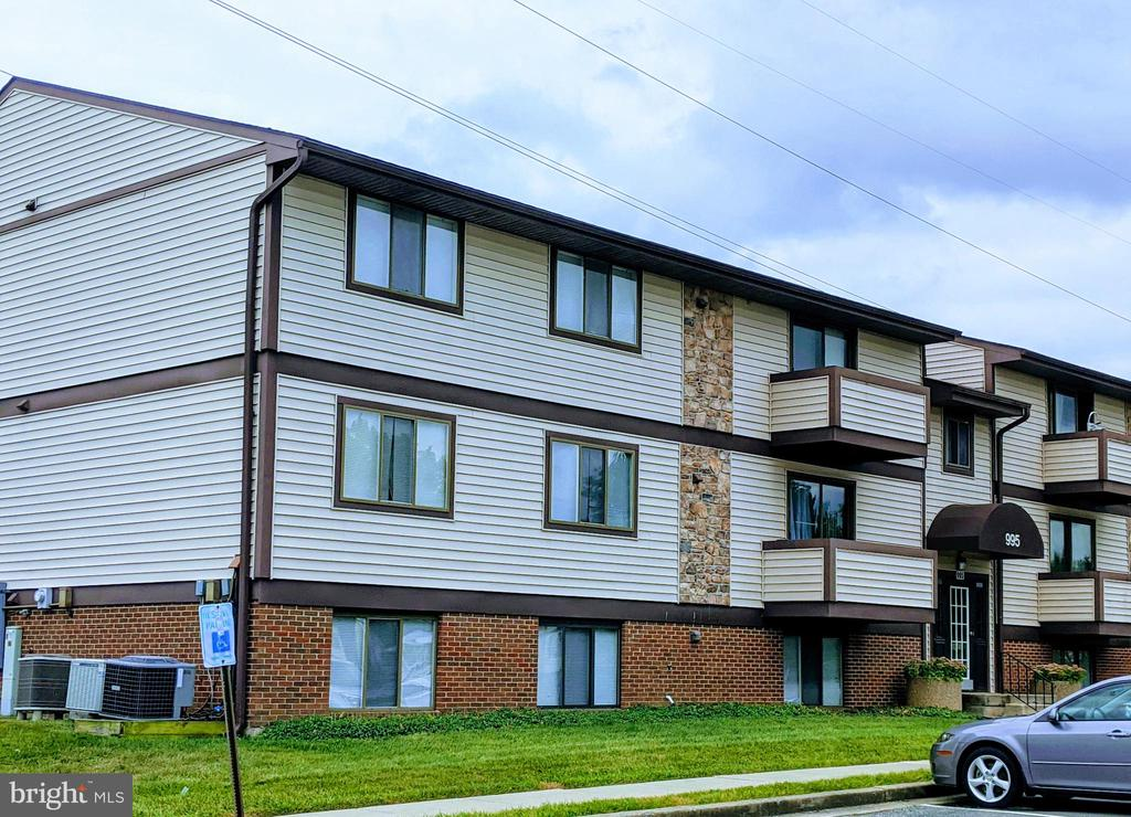 3rd level unit w/ balcony - 995-J HEATHER RIDGE DR #4J, FREDERICK