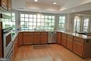 Spacious Kitchen w/Granite Counters - 14504 S HILLS CT, CENTREVILLE