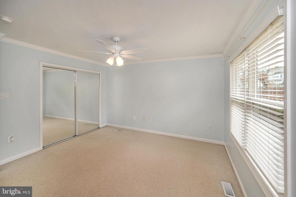 Master bedroom view - 13 THORNBERRY LN, STAFFORD