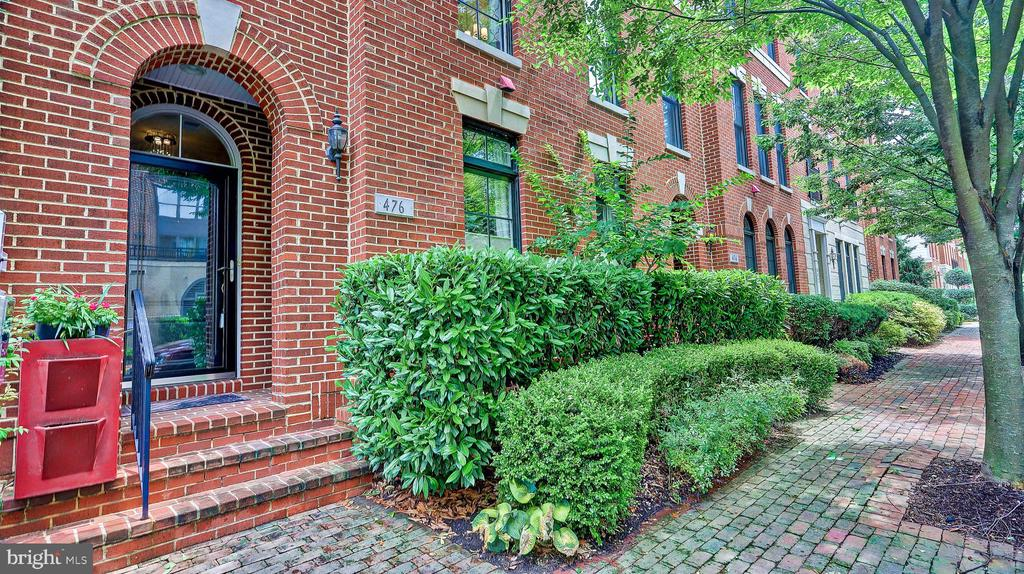 All brick front with front porch. - 476 HARBOR SIDE ST, WOODBRIDGE