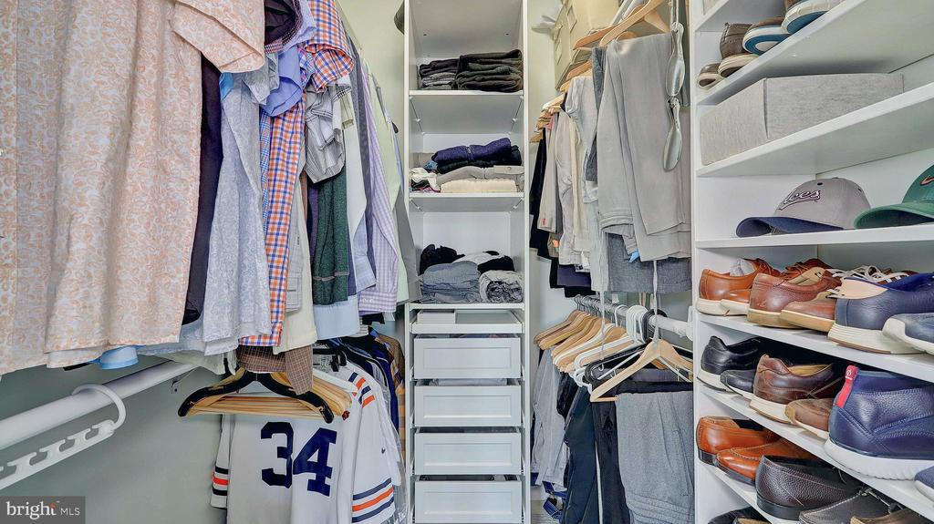Custom built closets. - 476 HARBOR SIDE ST, WOODBRIDGE
