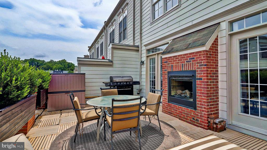 - 476 HARBOR SIDE ST, WOODBRIDGE