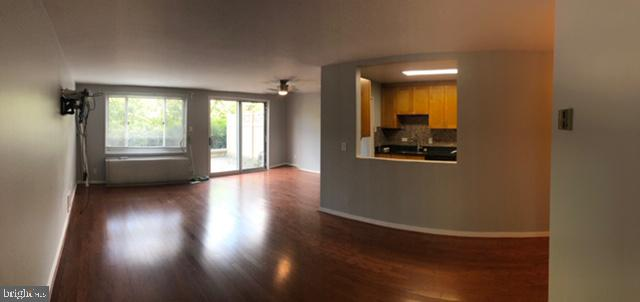 Spacious living rm. - 1900 LYTTONSVILLE RD #306, SILVER SPRING