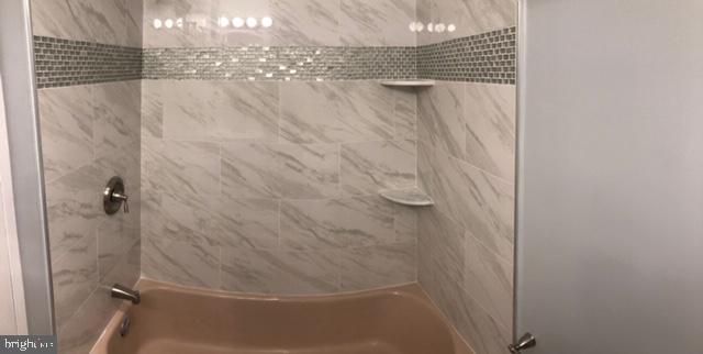 Updated bathroom. - 1900 LYTTONSVILLE RD #306, SILVER SPRING