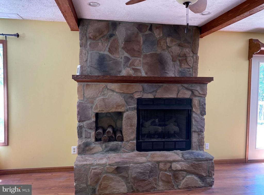 Stone Fireplace With Gas Insert - 544 WHITE PINE LN, BOYCE