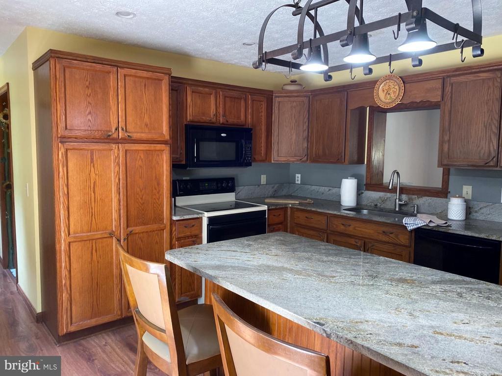 Kitchen With Granite Counters - 544 WHITE PINE LN, BOYCE