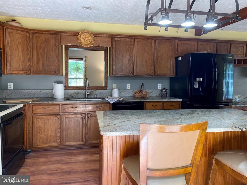 Kitchen - 544 WHITE PINE LN, BOYCE