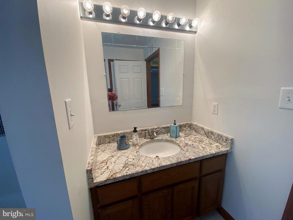 Full Bath #2 - 544 WHITE PINE LN, BOYCE