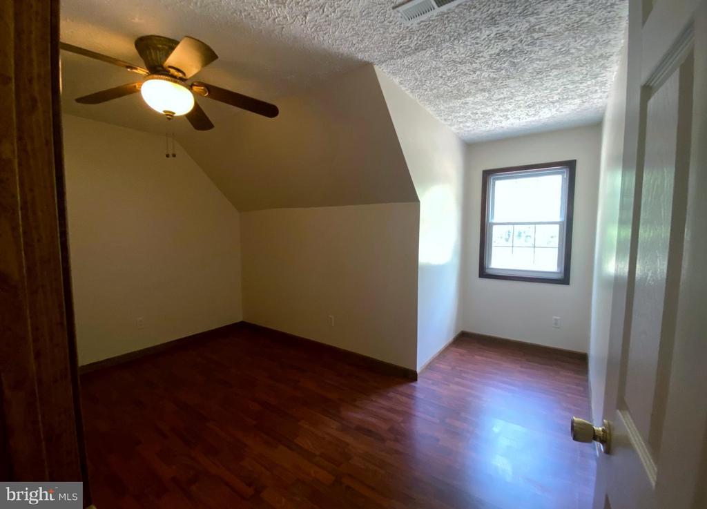 Bedroom #1/ Den  - Upstairs - 544 WHITE PINE LN, BOYCE