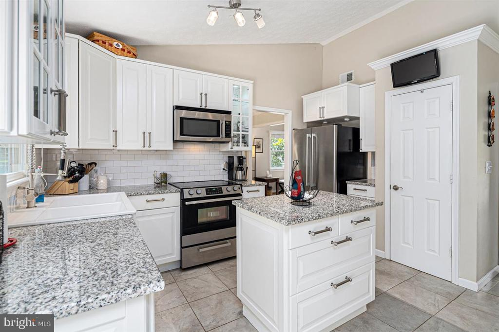 GRANITE COUNTER TOPS! - 1007 JOHN PAUL JONES DR, STAFFORD