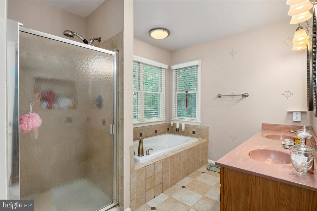 OWNER'S BATH! - 1007 JOHN PAUL JONES DR, STAFFORD