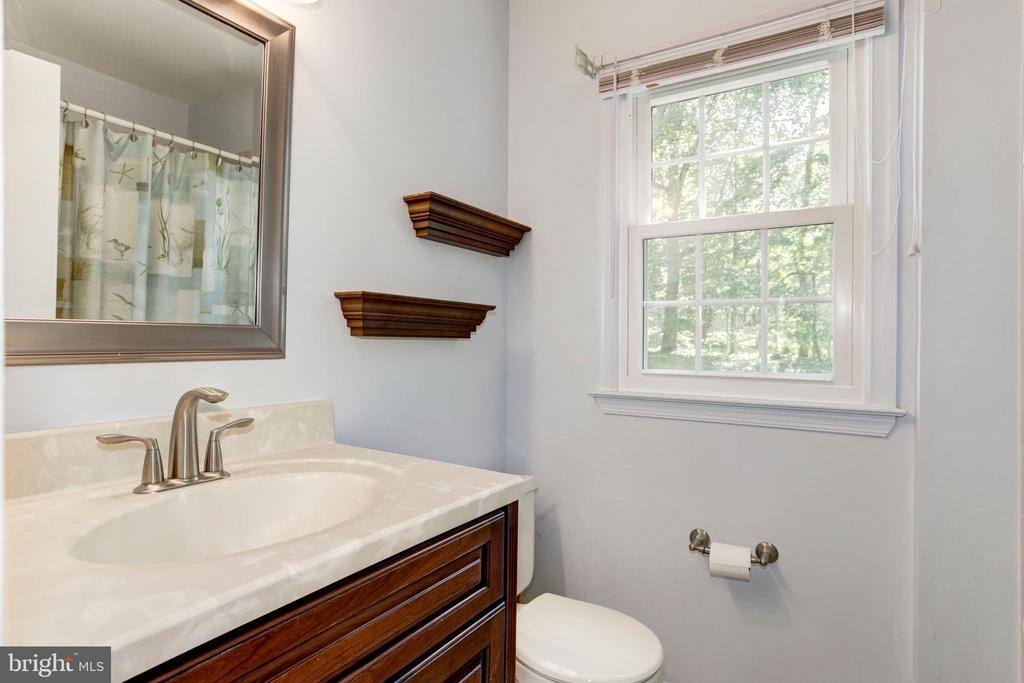 Full Bathroom 2 - 8843 APPLECROSS LN, SPRINGFIELD