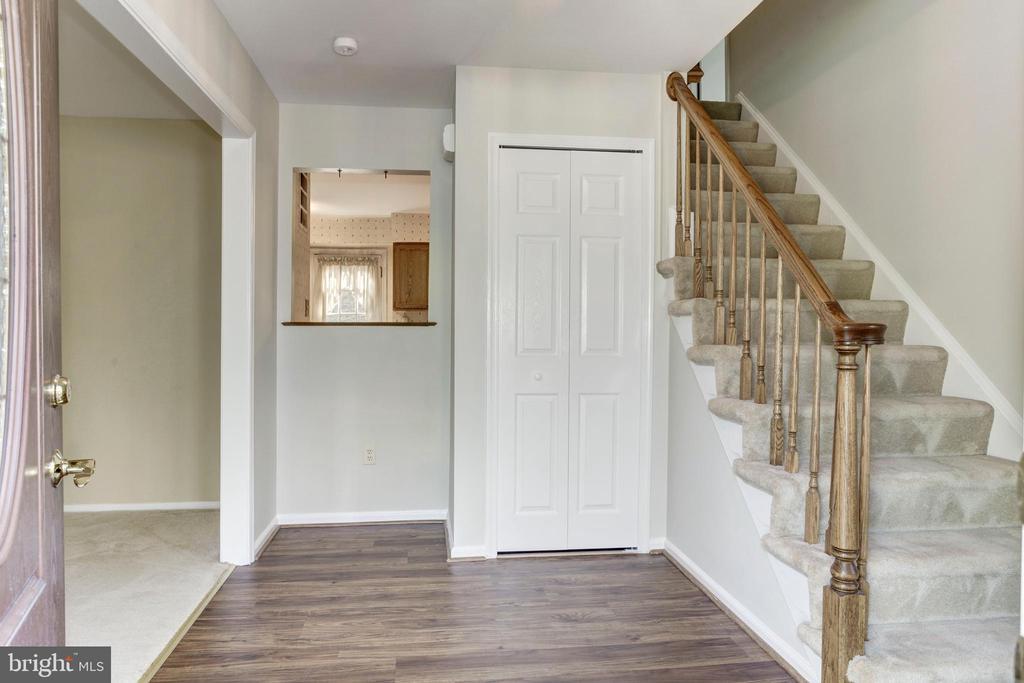 Foyer - 8843 APPLECROSS LN, SPRINGFIELD