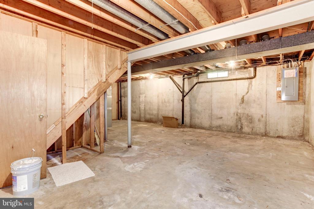 HUGE Utility/Storage Room - 8843 APPLECROSS LN, SPRINGFIELD