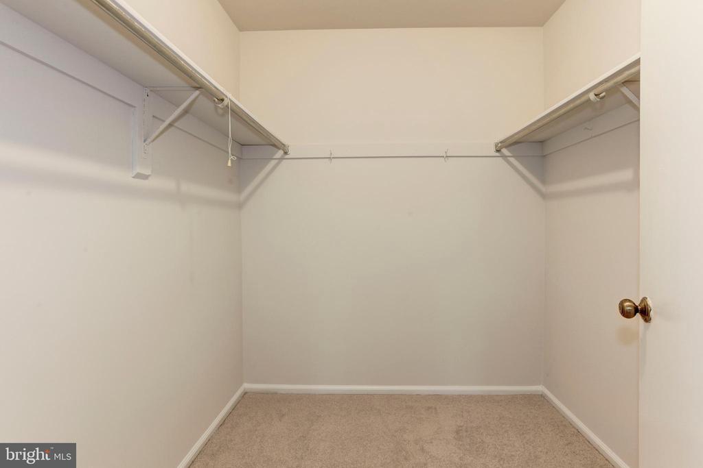 Master Bedroom Walk In Closet - 8843 APPLECROSS LN, SPRINGFIELD