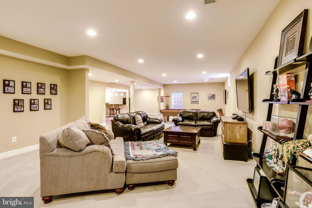 Lots of space for entertaining - 904 LOCUST ST, HERNDON