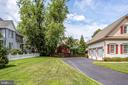 Driveway provides additional parking - 904 LOCUST ST, HERNDON