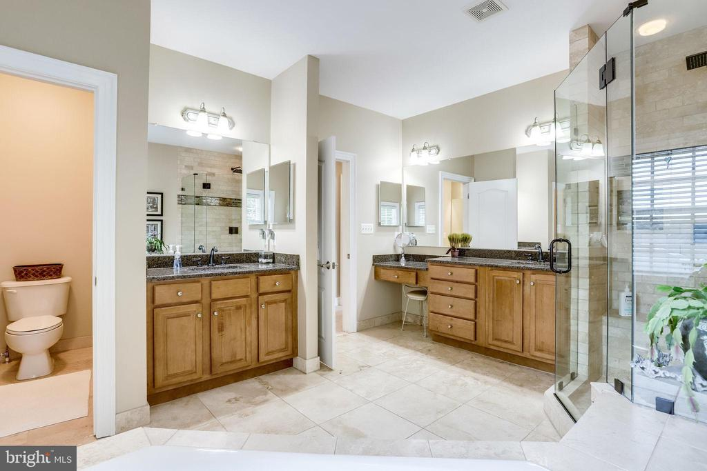 Owner's bath with separate vanities - 904 LOCUST ST, HERNDON