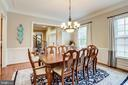 Front dining room with architectural molding - 904 LOCUST ST, HERNDON