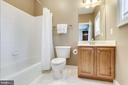 Private bath - 904 LOCUST ST, HERNDON