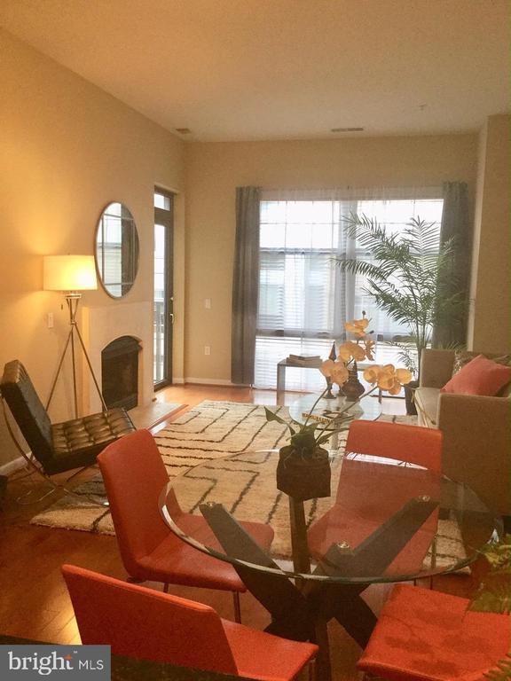 Living room - 1021 N GARFIELD ST #1002, ARLINGTON