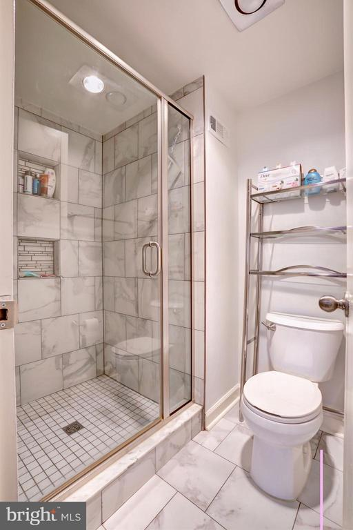 Large stand up shower - 3701 S GEORGE MASON DR #409N, FALLS CHURCH