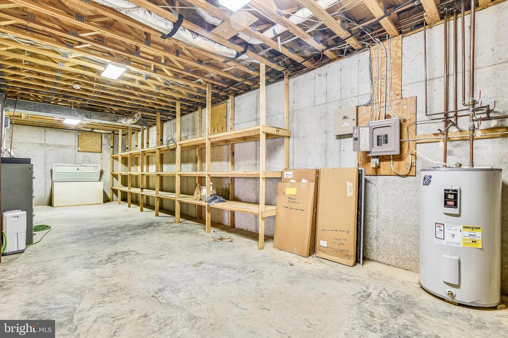 Storage in basement area - 69 TWIN POST LN, HUNTLY