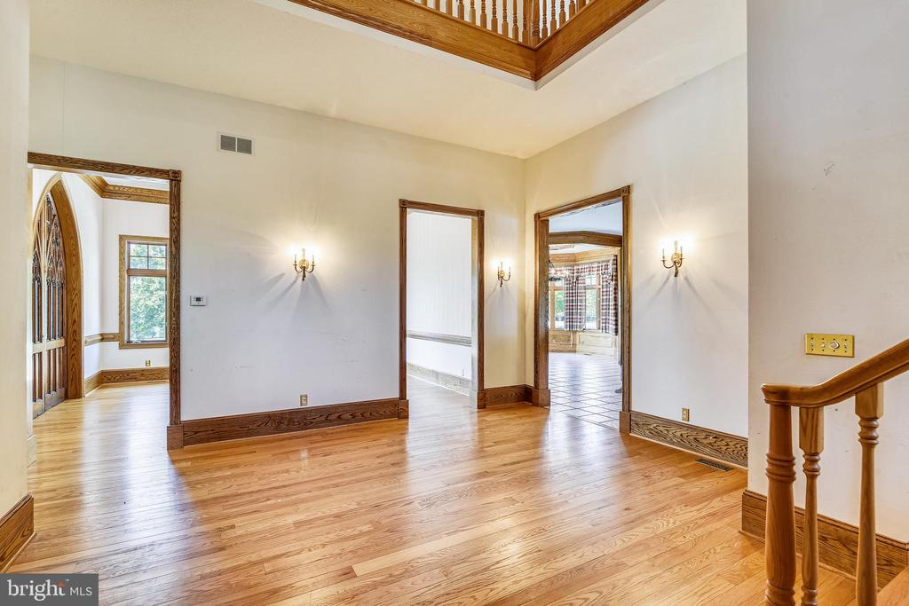 Foyer Entry with open staircase landing - 69 TWIN POST LN, HUNTLY