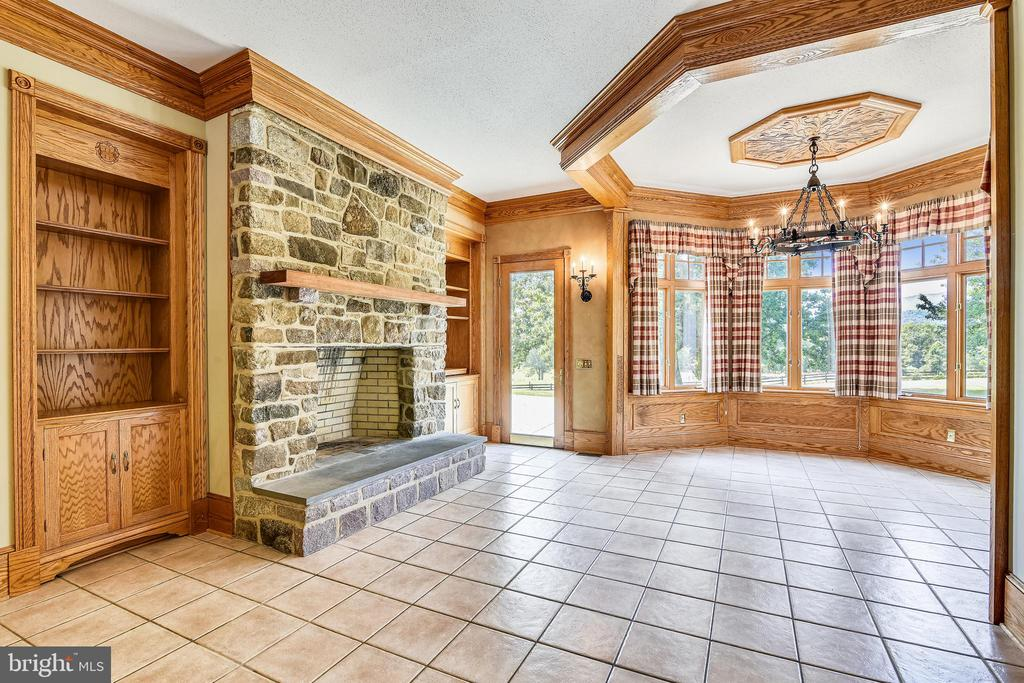 Wood burning fireplace in kitchen - 69 TWIN POST LN, HUNTLY