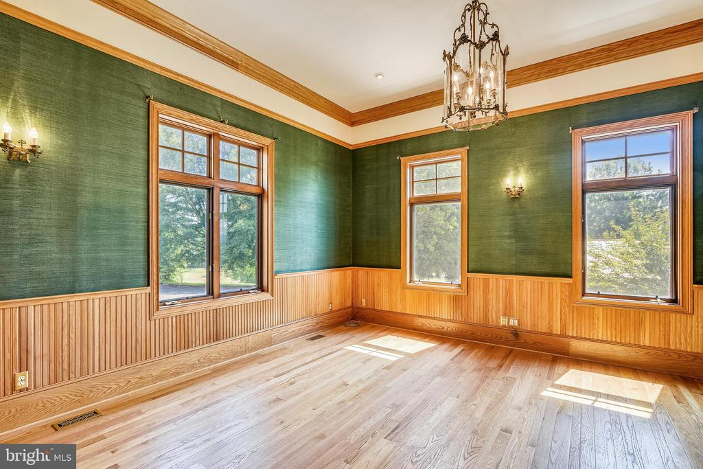 Possible bedroom or Office on the main level - 69 TWIN POST LN, HUNTLY