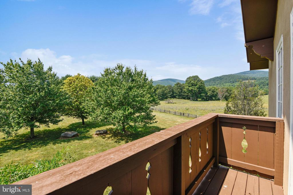 Great views from all windows! - 69 TWIN POST LN, HUNTLY
