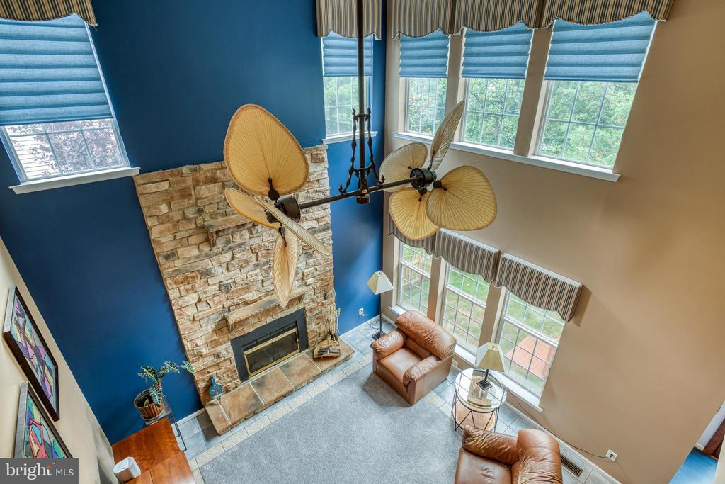 2 story Family room with custom windo treatment - 43435 MINK MEADOWS ST, CHANTILLY