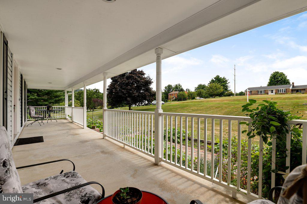 Expansive front porch - scenic setting - 4406 REDROSE, MIDDLETOWN