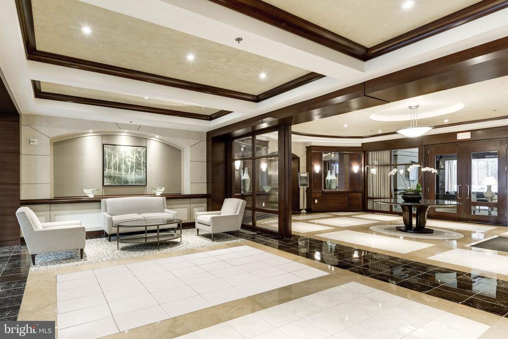 24-hour concierge in upscale lobby - 888 N QUINCY ST #1506, ARLINGTON