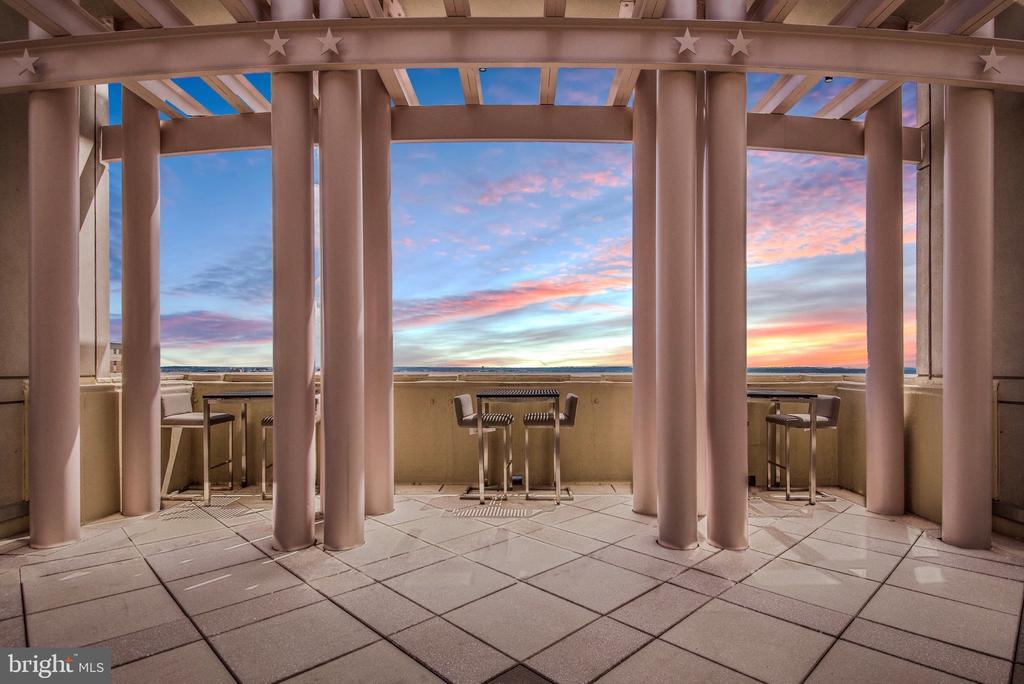 Dine al fresco viewing the Washington Monument - 888 N QUINCY ST #1506, ARLINGTON