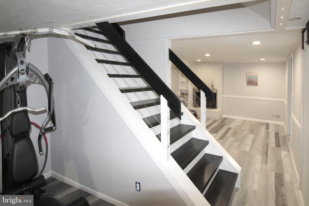 Custom stair case with stainless cable rail - 5678 WATERLOO RD, COLUMBIA