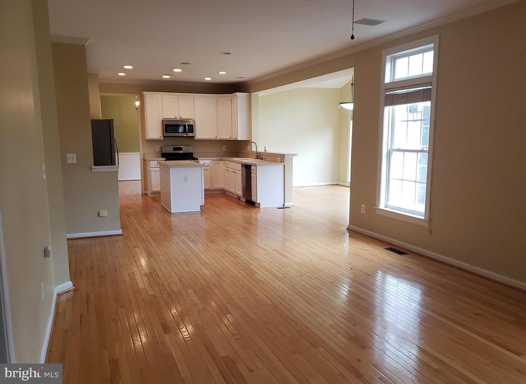 Family Room looking to Kitchen - 208 WHISPERING WOODS PL, GORDONSVILLE