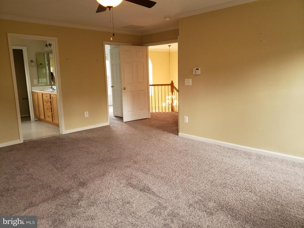 Master Bedroom - 208 WHISPERING WOODS PL, GORDONSVILLE