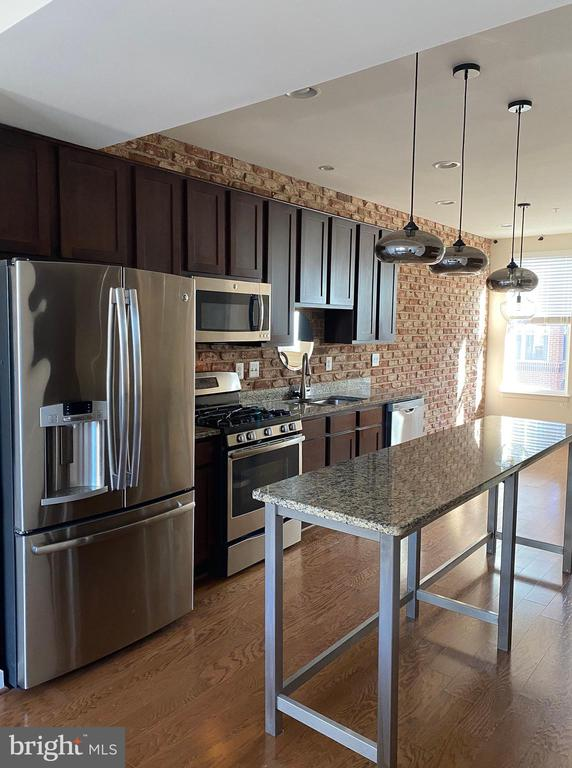 Modern, open kitchen with many upgrades - 1429 TRAFALGAR LN, FREDERICK